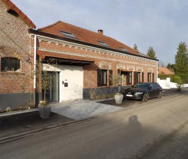 Rénovation, restructuration et extension d'une ancienne ferme en L.